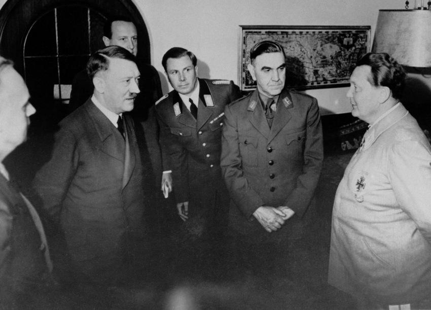 Ante Pavelic si mentorul sau Adolf Hitler