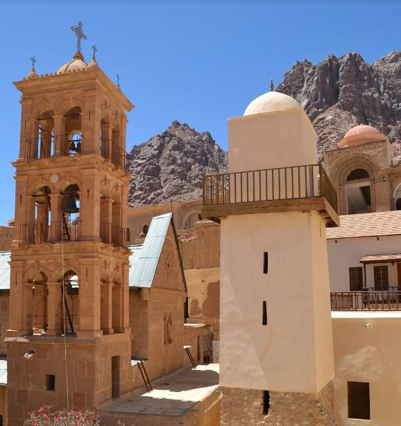 Vedere din interiorul manastirii